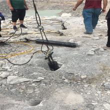 鉤機打的慢巖石劈裂棒靜態爆破設備圖片