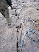 礦山開采堅硬石頭劈裂機圖片