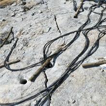 花崗巖劈裂機生產工藝圖片