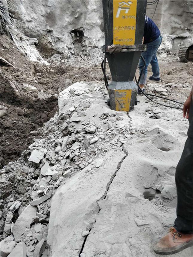 电动柱式棒修高速采石头挖沟渠破石头劈裂机