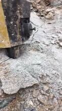 修水库挖石头地基楼房挖岩石劈裂机图片