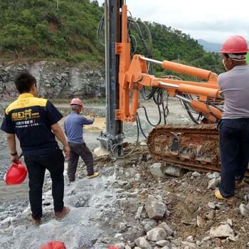 大型液压吊装式岩石分裂机直接开采矿山石材开采大型液压劈裂机