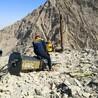 修高速采石头挖沟渠破