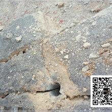 阿拉善盟边坡河道孤石打碎劈裂图片