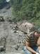 阿勒泰露天巖石裂石頭礦山開采機器開石棒說明操作