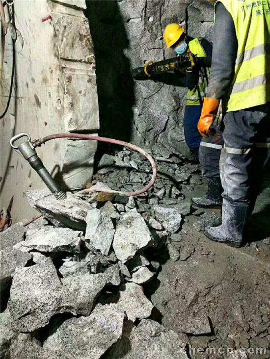 地下室開挖硬石靜態裂石機劈力棒