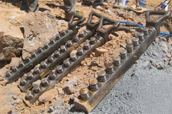 临海市矿山挖掘硅石分裂机中德合资