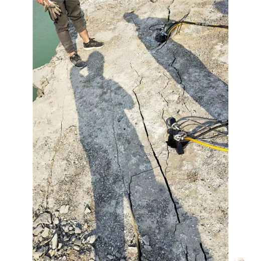 取代炮机破碎石头劈石设备