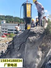 盘锦小区建房子挖基坑遇到大面积岩石劈裂棒-毋庸置疑图片