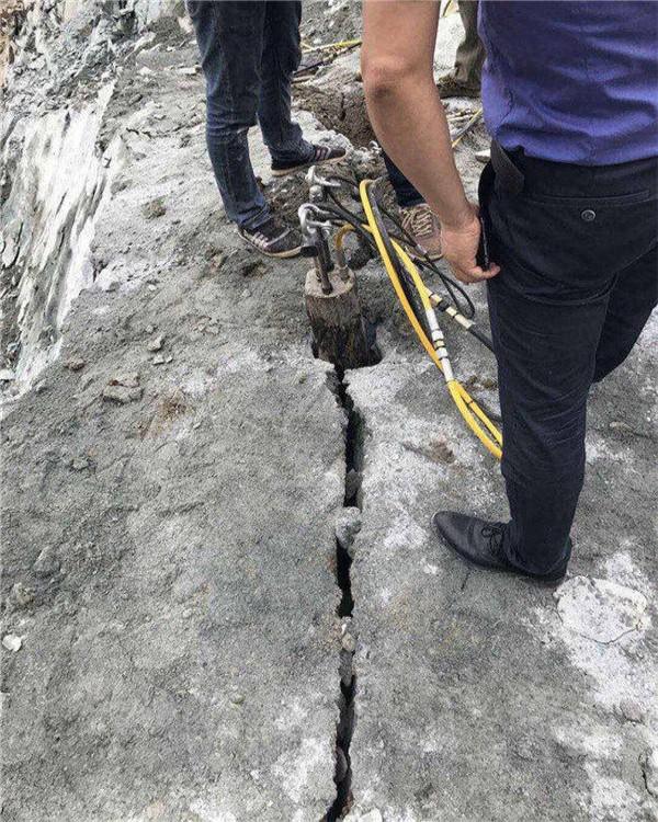 山东德城修路遇到硬石头怎么破除速度快