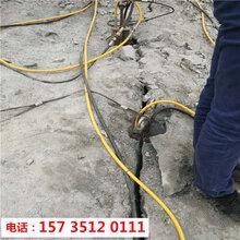 富阳市挖地基遇到硬石头用破石机-10小时产量图片