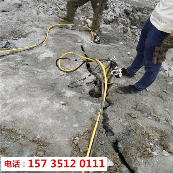 安徽滁州采石场不用爆破开石头劈石机-胀石头机
