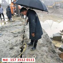 荣昌挖竖井有硬石头怎么破碎劈裂机-低成本设备图片