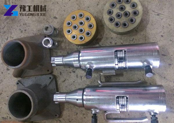 工具(如:千斤顶,油泵,压力表,油管,顶轴器及液控顶压阀等)是否符合图片