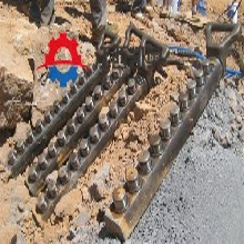 破石器采石场劈裂机矿山解体石头基坑裂石器佳木斯图片