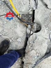 甘孜大型开采器道路扩宽坚硬岩石头液压岩石膨胀剂图片