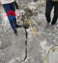 劈裂器开采石头机器地基破除坚硬岩石竖井胀石器盘锦图片