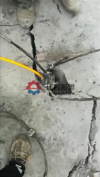 鄂州破石器镁矿劈裂棒撑裂岩石孔桩致裂机