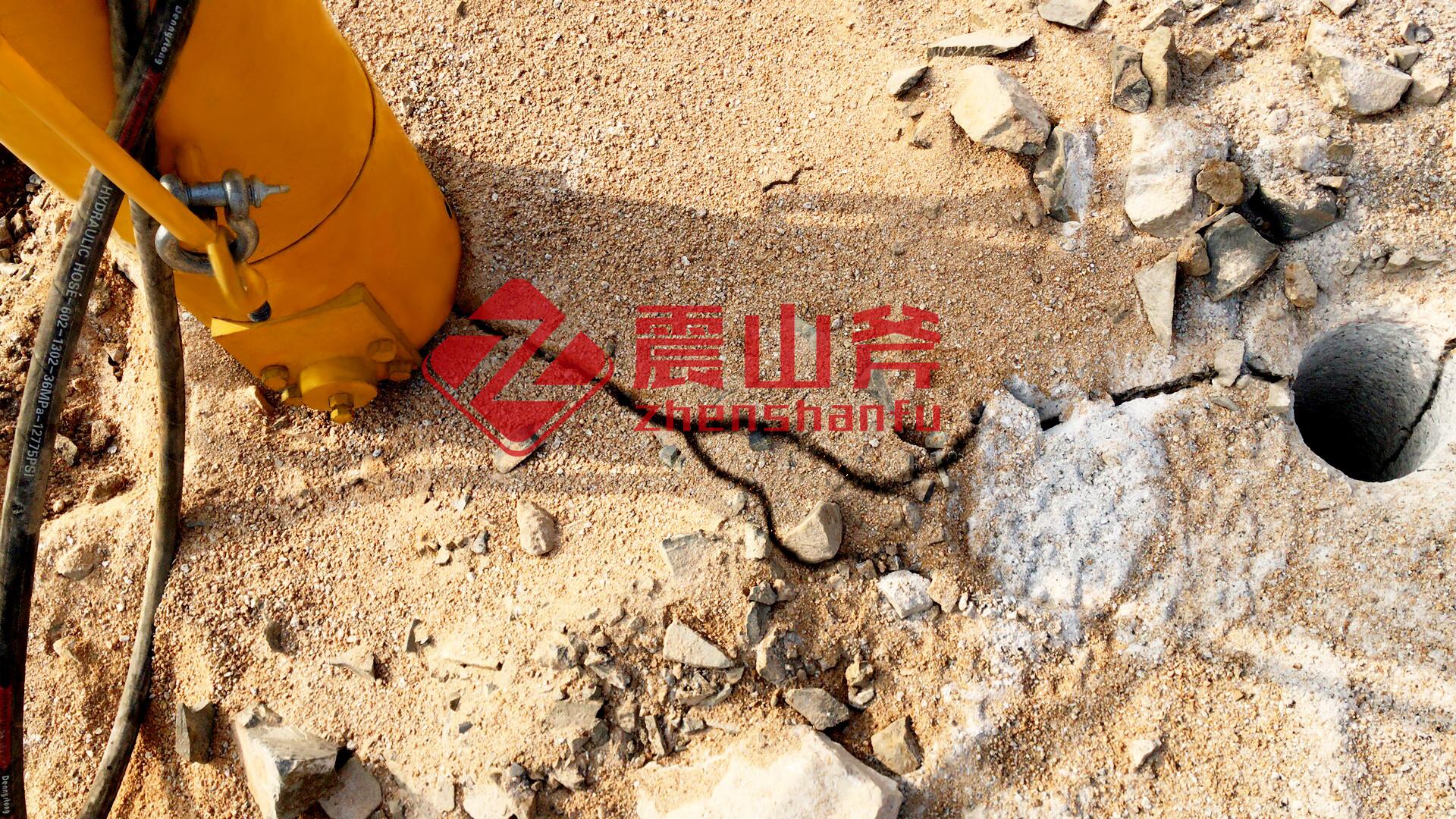 唐山劈裂机在孔桩中的应用江西震山斧