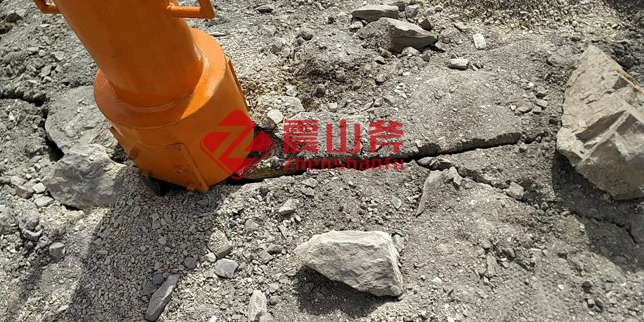 河南安阳挖掘机配岩石劈裂机江西震山斧