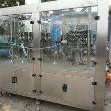 低价出售二手矿泉水灌装机啤酒灌装机饮料生产线全自动三合一灌装机图片