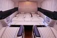 奔馳威??霆豪華商務車,車內采用包覆,即舒適又豪華。