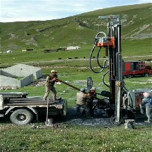 供应多功能履带式水井钻机180型水井打眼机厂家图片