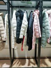 品牌服装折扣店怎么开太平鸟冬季新款羽绒服尾货图片