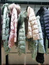 品牌女装的批发经典故事冬季新款羽绒服尾货图片