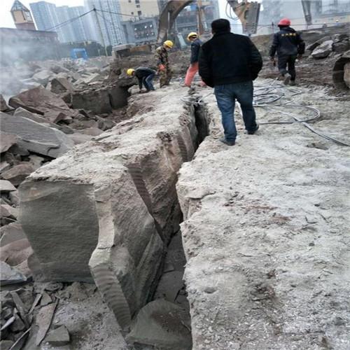 工程施工遇到硬石头炮机打不动岩石劈裂机_好用吗重庆杨家