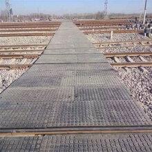 菏泽道口橡胶板耐磨耐高压平过道铺面板铁路橡胶道口板图片