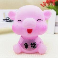义乌泓智PVC搪胶小猪玩具批发定制六种表情肚兜猪浴室戏水捏捏叫发声玩具图片