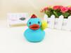 义乌泓智PVC搪胶玩具定制音乐鸭小黄鸭子浴室戏水捏捏叫发声玩具