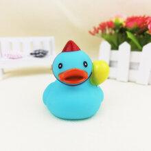 义乌泓智PVC搪胶玩具定制音乐鸭小黄鸭子浴室戏水捏捏叫发声玩具图片