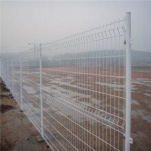小区护栏网厂家直销三角折弯护栏网三折弯护栏网现货多少钱图片