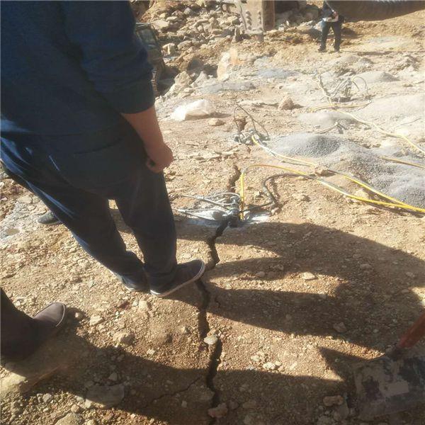 鹤岗有比破碎锤破石头快的机器单价