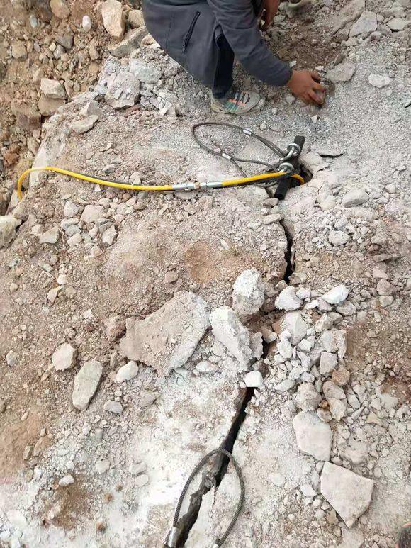 鹤岗有比破碎锤破石头快的机器多钱建筑工地