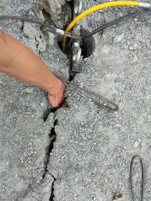 鹤岗有比破碎锤破石头快的机器环保开采