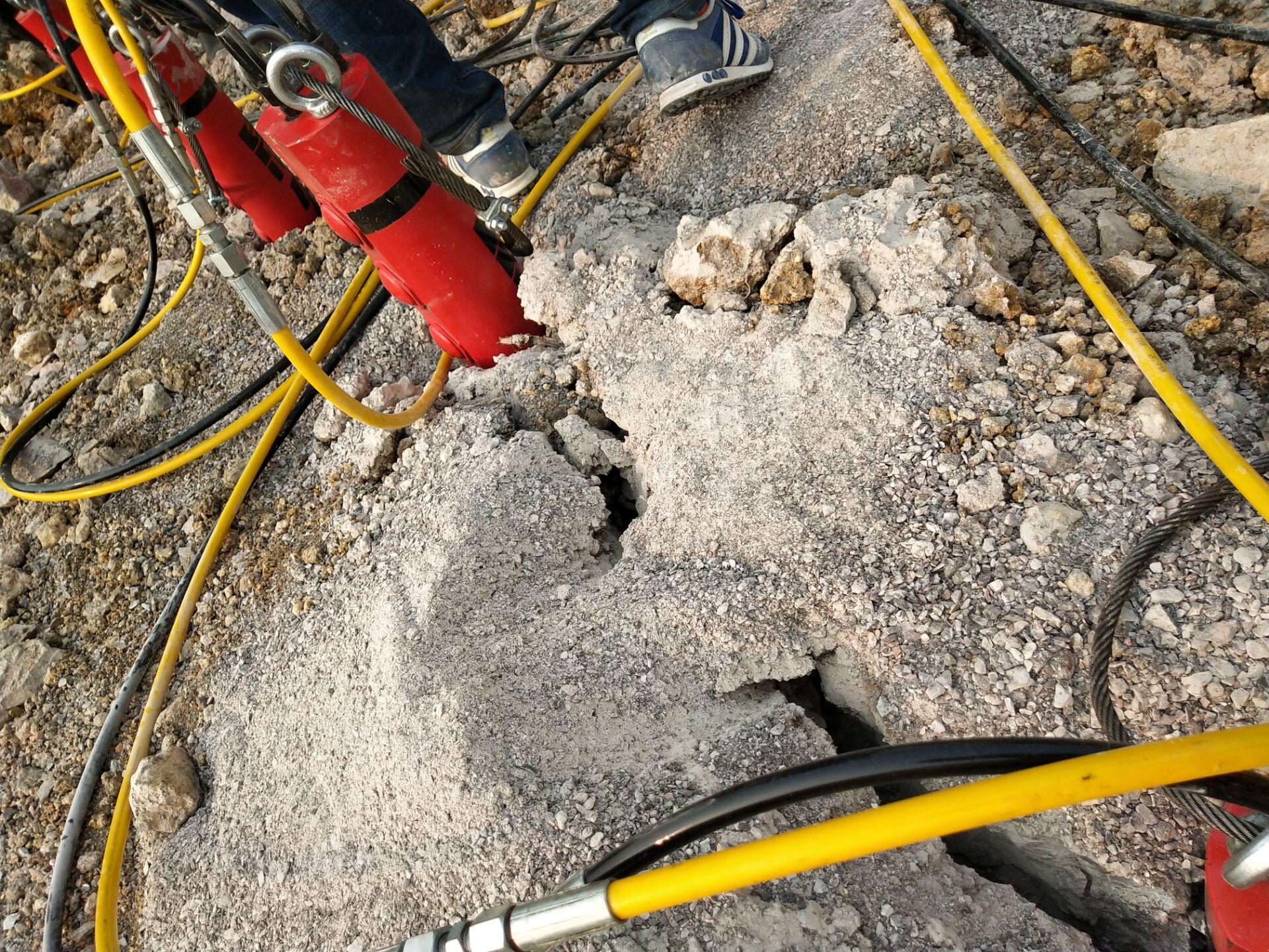 鹤岗有比破碎锤破石头快的机器使用效果