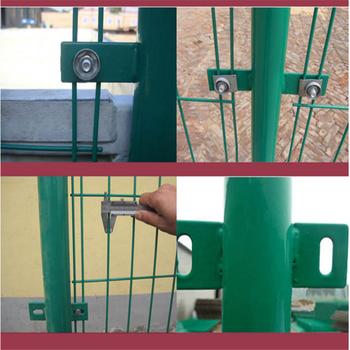 双边丝铁丝围网,场地代替围墙网,低碳浸塑护栏网