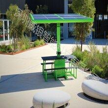 可用太阳能转换给手机充电的神奇公园椅、户外椅图片