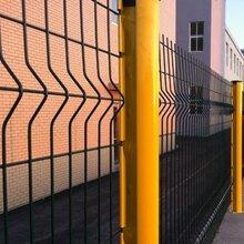 护栏网厂家介绍桃形柱护栏规格折弯护栏三角折弯护栏网图片
