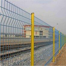 桃型柱公路护栏网机场安全防护网沧州绿化隔离网发电站围栏图片