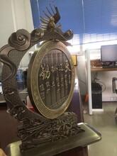 铝板仿古铜办公室摆件触手可及的快乐图片