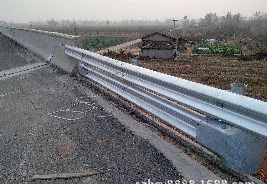 镀锌喷塑护栏板报价 厂家
