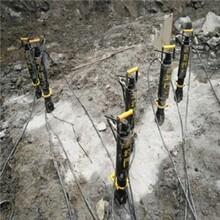 济南章丘挖地基用小型劈裂机视频图片