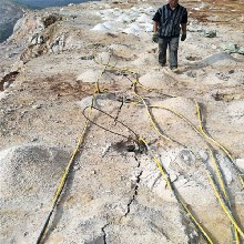 福建漳州大型礦山巖石頂石機劈裂機靜態爆破設備廠家直銷圖片