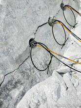 河南漯河破開石塊設備液壓劈裂機現貨供應圖片