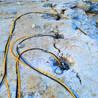 挖机打不动岩石开凿机矿山开采岩石机阿坝地基破石劈裂棒质量放心