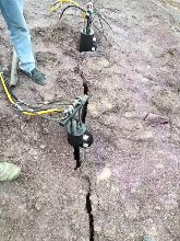 花垣工程施工破石岩基不能爆破如何破碎岩石堪比放炮